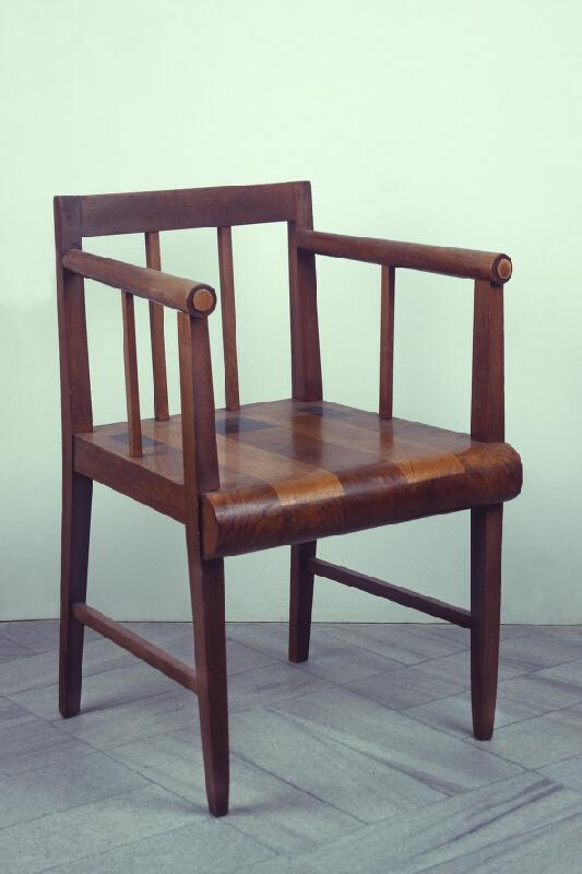 Antonín/1882 Procházka - křeslo  ze souboru nábytku