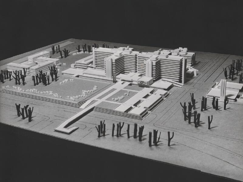 Vladimír Dedeček, Stanislav  Talaš,  Neznámy autor - Súťažný návrh na nemocnicu s poliklinikou v Bratislave – Petržalke. Model.