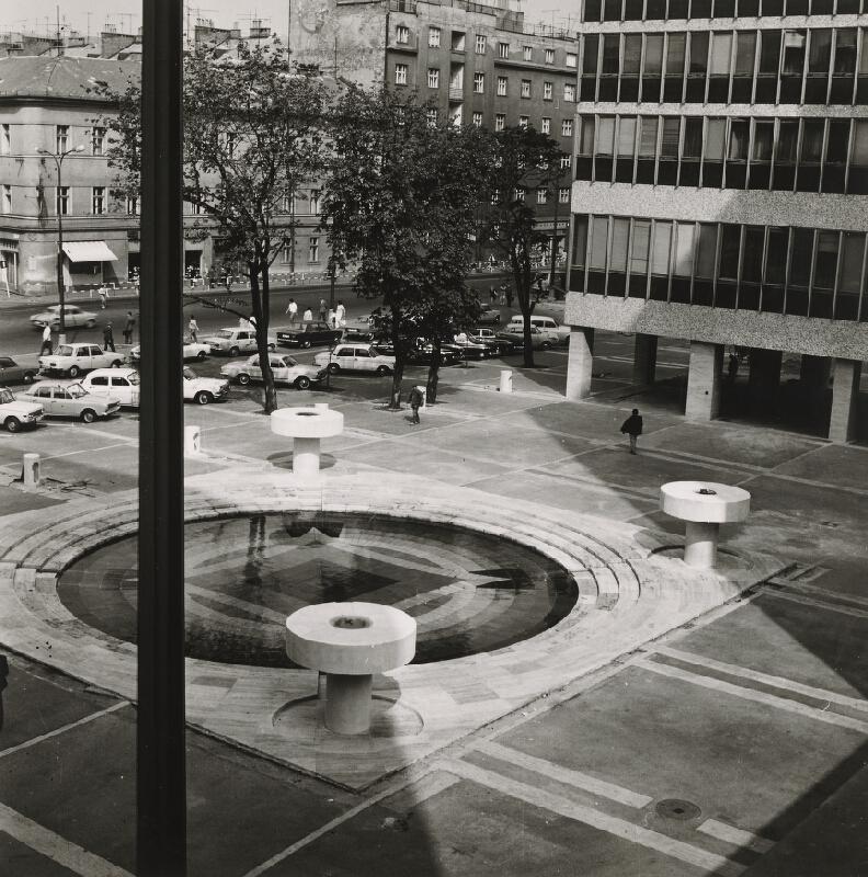 Ivan Matušík, Neznámy autor - Budovy ministerstiev na Špitálskej ulici v Bratislave. Pohľad na fontánu.