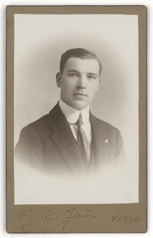 Jenő Kemény – Muž s odznakom