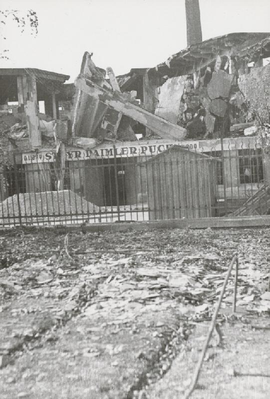 Pavol Poljak - Bratislava. Rafinéria Apollo a prístav po bombardovaní VI.