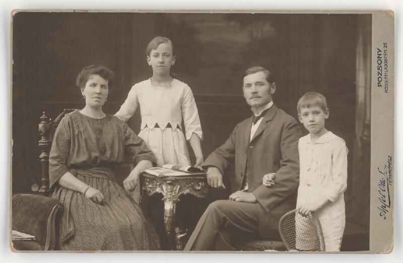 Otto L. Apfel – Rodinný portrét