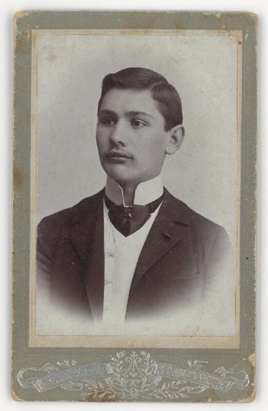 Alajos Baker – Portrét muža s vysokým golierom