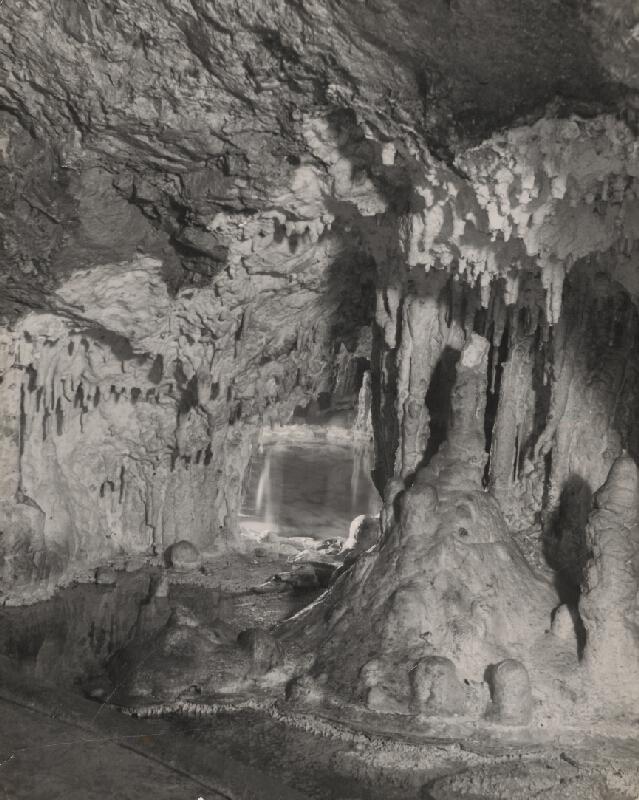 Ján Halaša – Demänovská ľadová jaskyňa. Čarovné jazierko