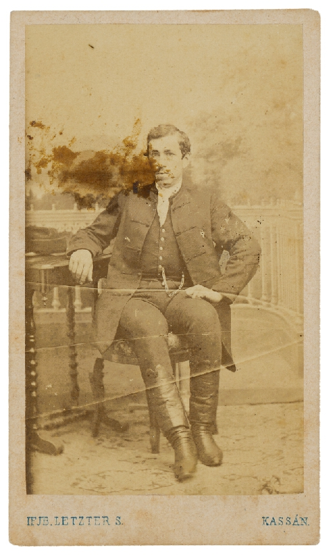 S. Letzter - Portrét muža pri stolíku