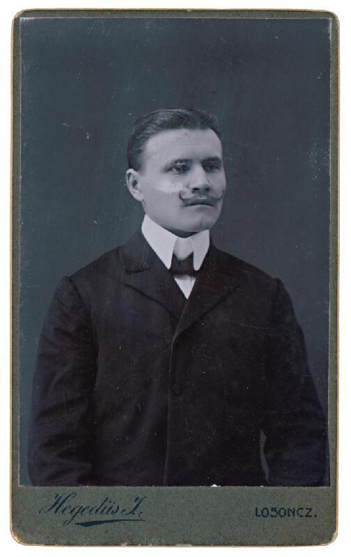 J. Hegedüs, Béla Halmy - Portrét muža