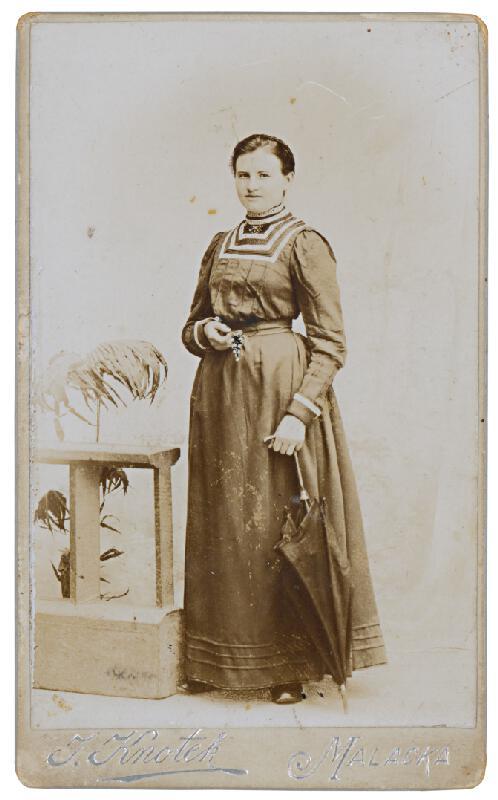 J. Knotek - Portrét ženy