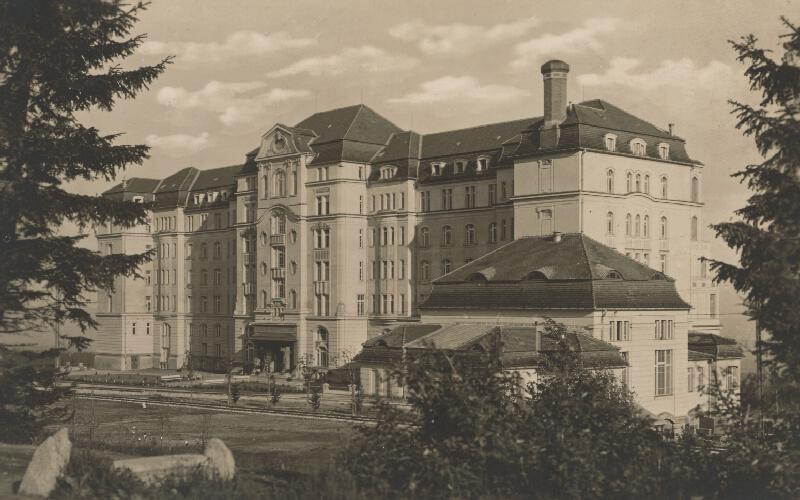 Milan Michal Harminc - Sanatórium Dr. Szontágha v Novom Smokovci. Severné priečelie.