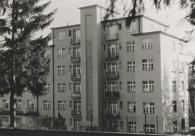 Milan Michal Harminc - Sanatórium Dr. Szontágha v Novom Smokovci. Severná fasáda prístavby.