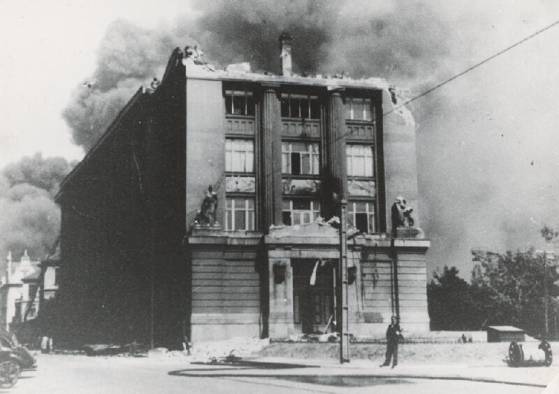 Milan Michal Harminc - Slovenské národné múzeum v Bratislave. Poškodenie budovy počas 2. svetovej vojny.
