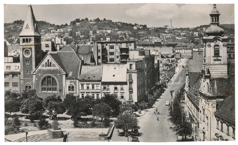 Milan Michal Harminc - Dobové fotografie Bratislavy z prvej polovice 20. storočia. Stalinovo námestie/Námestie SNP.