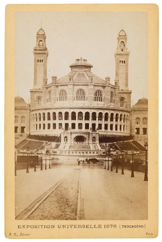 B. K. Editeur - Paríž. Palác Trocadéro (Palais du Trocadéro. Exposition Universelle 1878)