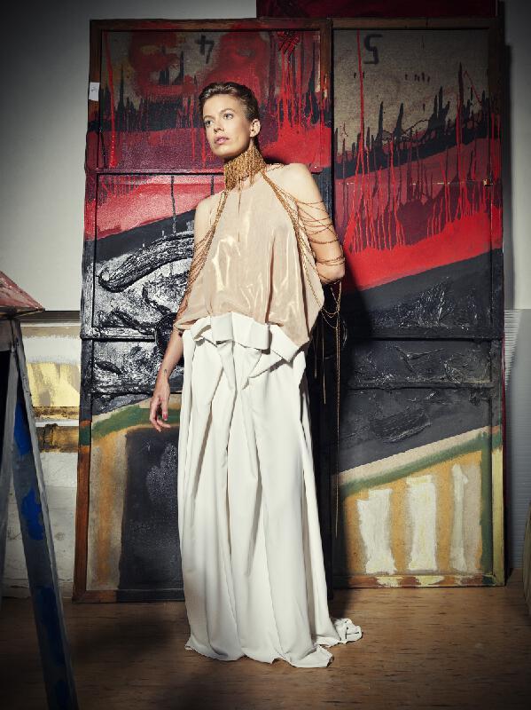 Andrea Chrastinová Pojezdálová, Mariana Berecová – Večerné šaty