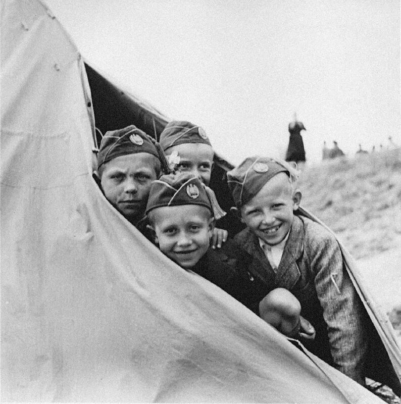 Neznámy autor - Deň Hlinkovej mládeže v Bánovciach nad Bebravou - v tábore Hlinkovej mládeže