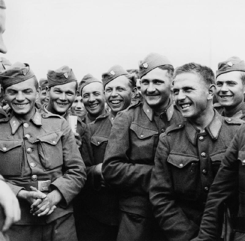 Jozef Cincík - Slovenskí vojaci v čase voľna na východnom fronte - Veselý rozhovor s veliteľom