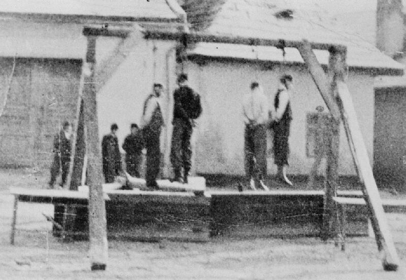 Neznámy autor - Verejne popravení partizáni nemeckými vojakmi v obci Medzibrod, v okrese Banská Bystrica